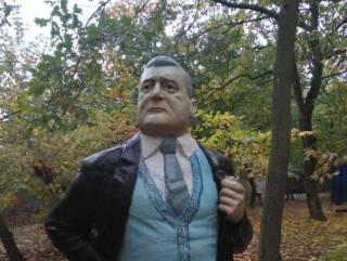В Запорожье появился первый в мире памятник Петру Порошенко