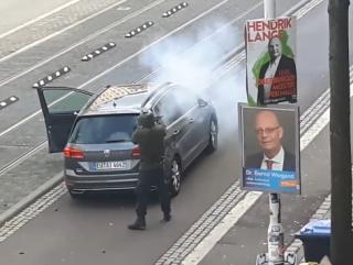 Появилось видео стрельбы по прихожанам синагоги в Германии