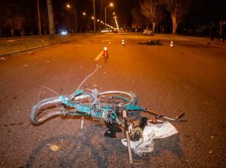 Смертельное ДТП в Днепре: автомобиль сбил мужчину и женщину на велосипеде