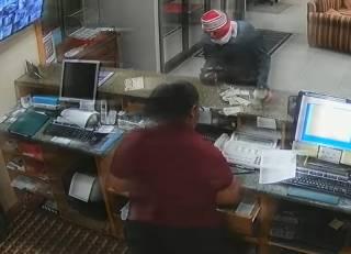 Сотрудница американского отеля эпично обезвредила вооруженного грабителя