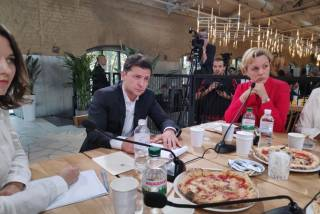 За деньги, потраченные на общение Зеленского с журналистами, 80 пенсионеров могли бы прожить месяц