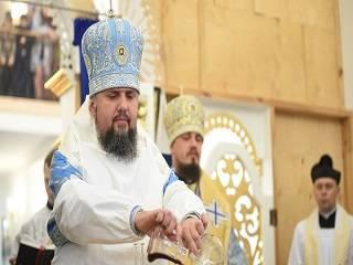 На богослужение Епифания в алтарь пригласили католического священника
