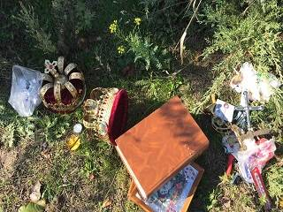 В день Покрова Богородицы мужчина вынес два мешка церковного имущества и изрубил топором иконостас
