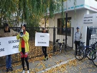 В Киеве верующие возмущены увольнением врача за паломничество в Святогорскую лавру