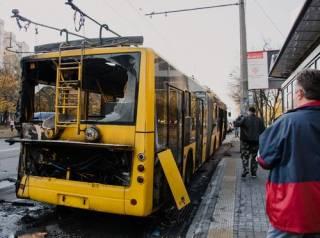 На киевской окраине загорелся троллейбус с пассажирами