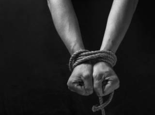В Киеве вместе с внедорожником похитили весьма привлекательную женщину
