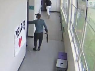 В США оригинальным способом обезвредили ученика, который пришел в школу с дробовиком
