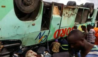 В Африке вспыхнул переполненный автобус с торговцами: заживо сгорели десятки людей
