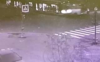 В Питере трамвай протаранил маршрутку: появилось видео момента ДТП