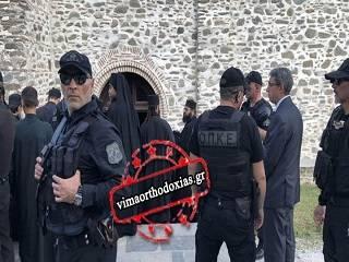 На Афоне Варфоломея охраняют 100 полицейских и обученные собаки