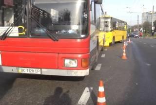 Столкновение маршруток во Львове: сообщается о многочисленных пострадавших
