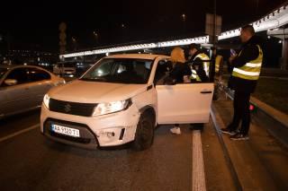 В центре Киева пьяная девушка-водитель устроила ДТП и выпивала прямо при копах