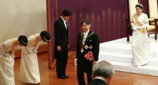 Новый император Японии взошел на престол на глазах у Зеленского