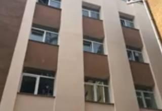 В Киеве маленькая девочка выпрыгнула из окна школы