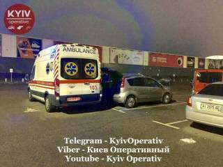 Возле «Ашана» в Киеве отчаянная женщина выпила яд и умерла
