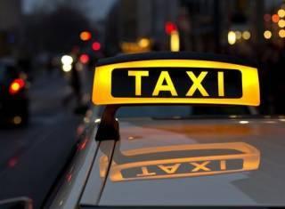 В Киеве таксист случайно спас несовершеннолетнюю от изнасилования