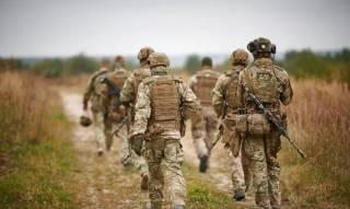 Украина начала отводить войска из Золотого, несмотря на непрекращающиеся обстрелы