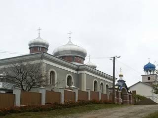 На Буковине радикалы пытались сорвать престольный праздник храма УПЦ
