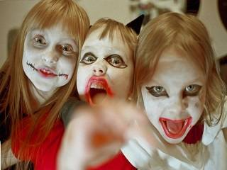 Верующие УПЦ возмущены, что детей в школах заставляют учить роли ведьм и «наряжаться» в мертвецов