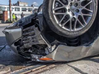 В Днепре внедорожник перевернул Lexus с прокурором