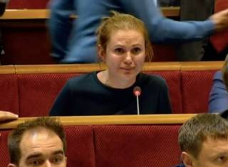 «Слуга народа» обвинила коллег в издевательстве и расплакалась прямо во время заседания