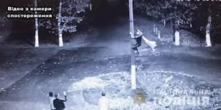На Одесщине местный житель сорвал флаг Украины и вытер об него ноги