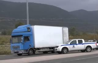 В Греции задержали целый грузовик нелегалов: люди едва не задохнулись