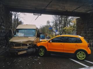 Кровавое ДТП в Днепре: автомобиль врезался в маршрутку с людьми