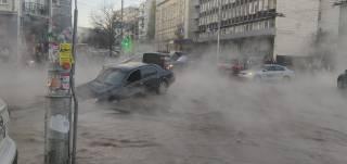 «Асфальт плавится как сыр»: в центре Киева случился очередной коммунальный коллапс