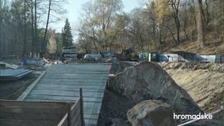 Ради метро на Виноградарь строители уничтожили десятки деревьев в парке госзначения