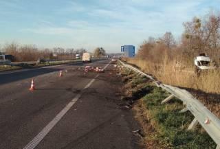 В Киевской области автобус с пассажирами врезался в грузовик