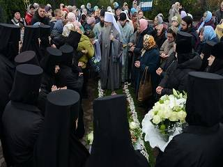 В Святогорской лавре сотни верующих прошли крестным ходом с иконой «Всех скорбящих Радость»