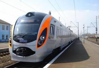Более 400 пассажиров высадили из поезда из-за сообщения о минировании