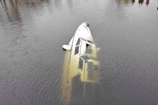 На Оболони средь бела дня затонула яхта
