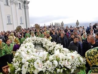 В Почаеве тысячи верующих УПЦ отметили память преподобного Иова