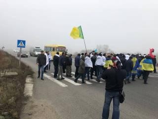 Возмущенные аграрии перекрыли дороги в половине областей Украины