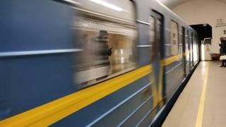 В киевском метро запретили попрошайничать, ездить на роликах и играть музыку