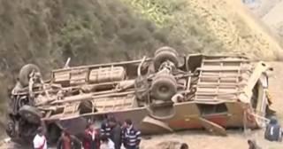 В Перу автобус рухнул в пропасть: десятки людей погибли