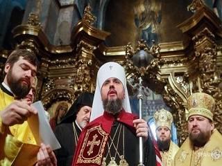 Греческий священник считает, что Епифания нельзя называть мирянином, потому что он – вне Церкви