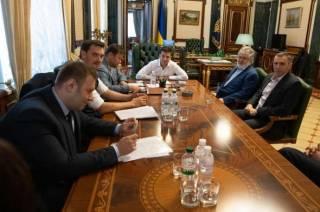 Зеленский считает, что за земельными протестами стоит Коломойский, – СМИ