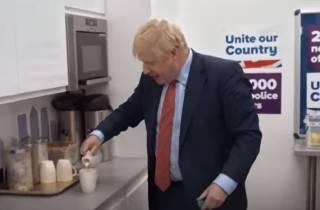 Британцы раскритиковали своего премьера за неумение заваривать чай