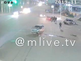 В Мелитополе водители эпично подрались после сокрушительного ДТП
