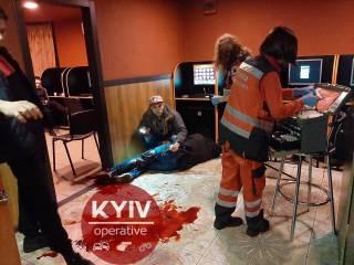 Неизвестный жестоко подрезал посетителя игровых автоматов на Ветряных горах