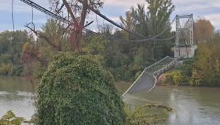 Во Франции рухнул автомобильный мост