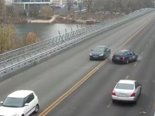 В Сети появилось видео сокрушительной аварии на Русановском мосту в Киеве