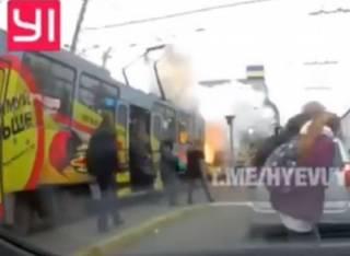 «Люди вылетели, как пробка из шампанского»: в центре Днепра загорелся трамвай