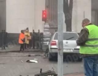 В центре Киева «Фольксваген» едва не врезался в здание Верховной Рады