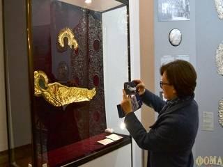 В Киево-Печерском заповеднике на выставке представили спасенные предметы из разрушенного Успенского собора