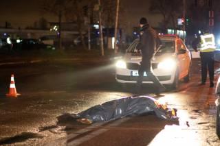ДТП в Киеве: женщина погибла, пытаясь перебежать дорогу на красный свет