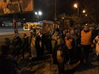 На Закарпатье сотни верующих УПЦ совершили ночной крестный ход с молитвой о мире